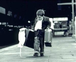 Chuẩn bị đầy đủ hành lý để bước lên chuyến xe mùa hạ. Nguồn: blog.zing.vn
