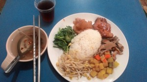 Mỗi bữa cơm như vầy tốn sơ sơ 50 NT (35.000 VND)